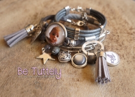 Foto armbandenset taupe/grijs met foto en tekstbedel en vele bedels