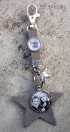 Sleutel / tashanger buffel volnerf met ster, foto en tekst taupe