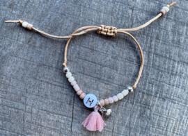 M&M satijnkoord initial kraaltjes en bedels pink/silver