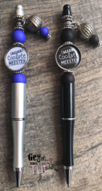Pen voor de meester (keuze uit 3 kleuren) met tekst en bedels