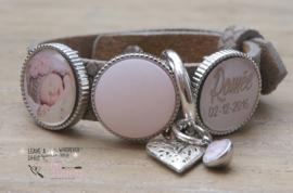 Fotoarmband met 2 foto/ tekstsliders en 1 polarisslider, zilveren ring en bedels