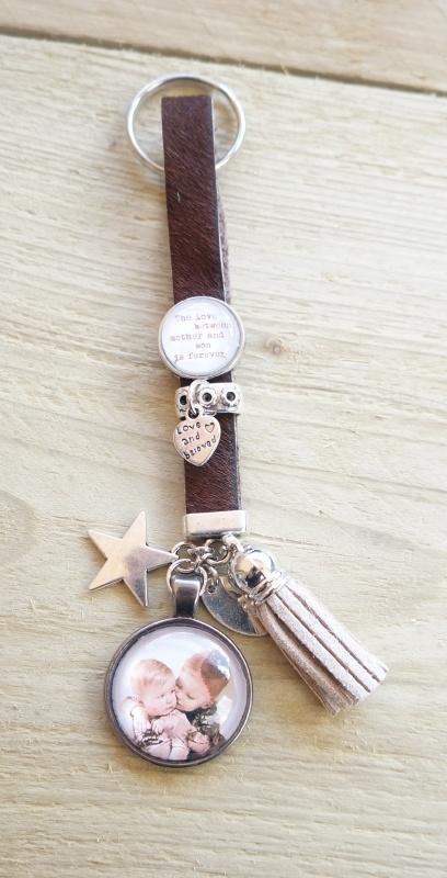 Foto sleutelhanger vachtleer bruin met tekstslider en foto