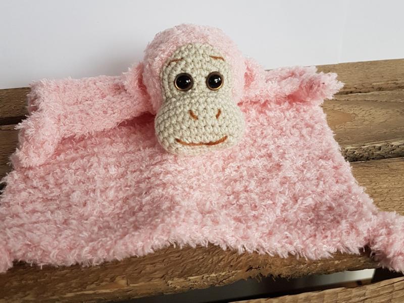 Garenpakket: By Bets Aapje Ap knuffeldoekje en rammelaar met Softy Roze