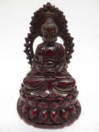 Immagine di Buddha seduto meditando rosso