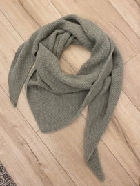 Knitted triangle scarf - green