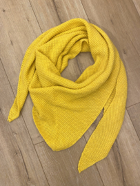 Knitted triangle scarf - yellow