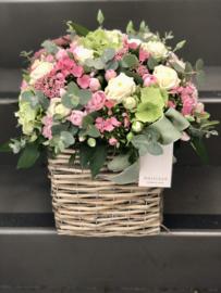 Romantische bloemenmand