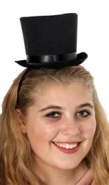 Hoge hoed op diadeem