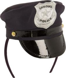 Politie pet op diadeem
