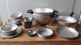 Oud keukengerei/bestek etc. voor kinderkeukentje