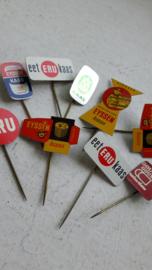 Reclame pins/speldjes uit de jaren 60
