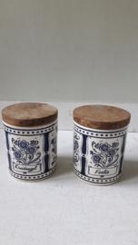 Vintage kruidenpotjes met houten deksel in blauw/wit