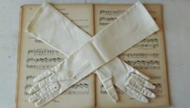Lange oude handschoentjes