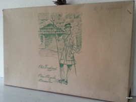 Oude kartonnen kledingdoos