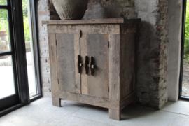 Oud houten kastje, schuif