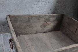 Oud houten bak/ lectuurbak/ hondenmand