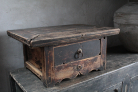Oud uniek tafeltje