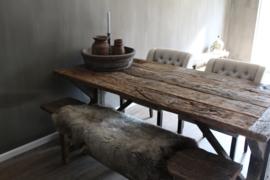 Eiken wagondelen zitbank -Isabelle- bij eettafel
