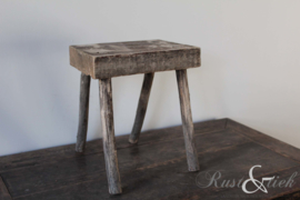 Oud houten vensterbank krukje