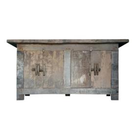 Oud houten kast met schuif