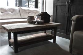 Oud houten salontafel met onderblad