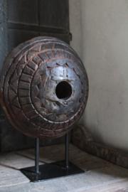 Oud houten wiel bewerkt