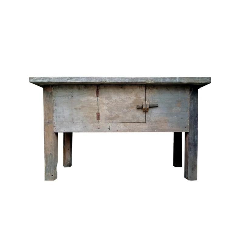 Oud houten sidetable met deurtje