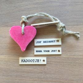 Zeephanger hartje: rozen, inclusief houten labeltje