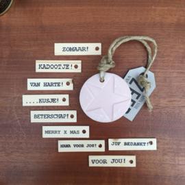Zeephanger licht roze met afbeelding, inclusief houten labeltje