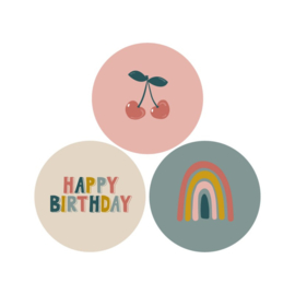 2 x 3 kado stickers Ø 35 mm,  kers, regenboog & happy birthday
