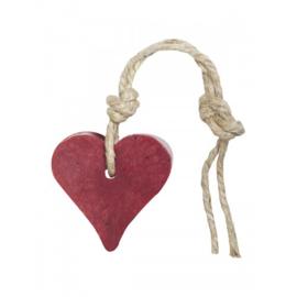 Zeep hanger hartje: kersen rood, inclusief houten labeltje
