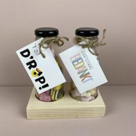 2 flesjes snoep inclusief houder ('t zit d'rop  & hartstikke bedankt)
