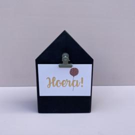 Houten huisje zwart, inclusief  clip naar keuze