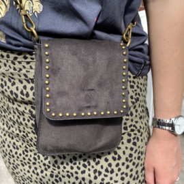 Zwarte 'crossbody' tas met studs en lussen voor aan de riem