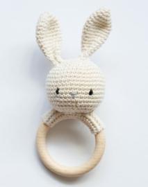 Rammelaar/bijtring  konijn, ecru