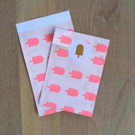 2 kadozakjes ijsjes,  12x19 cm (A6) inclusief sticker