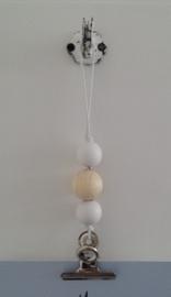 Kaarten/poster hanger wit, wit/blank houten kralen