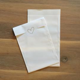 2 kadozakjes glans wit , 12 x 19 cm (A6) , incl sticker