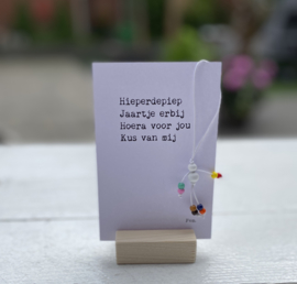 Geluksplezier: hieperdepiep... (gelukspoppetje, kaart en houder)