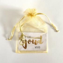 Minikaartje met goudkleurig hartje: jij bent goud waard (K)