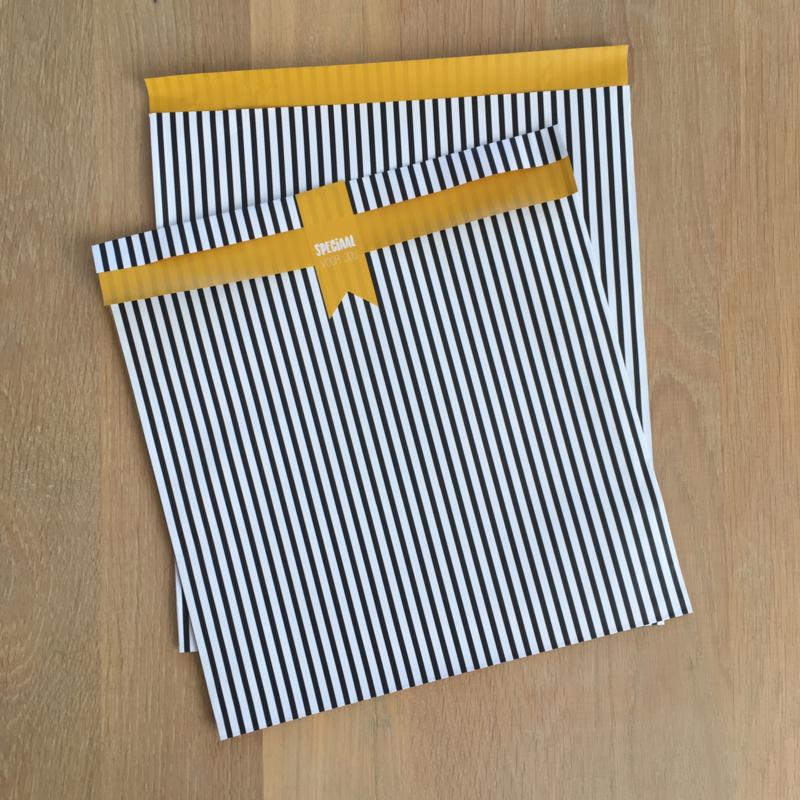 2 x XL kadozakjes zwart/wit/oker gele binnenkant, 28x31,5 cm