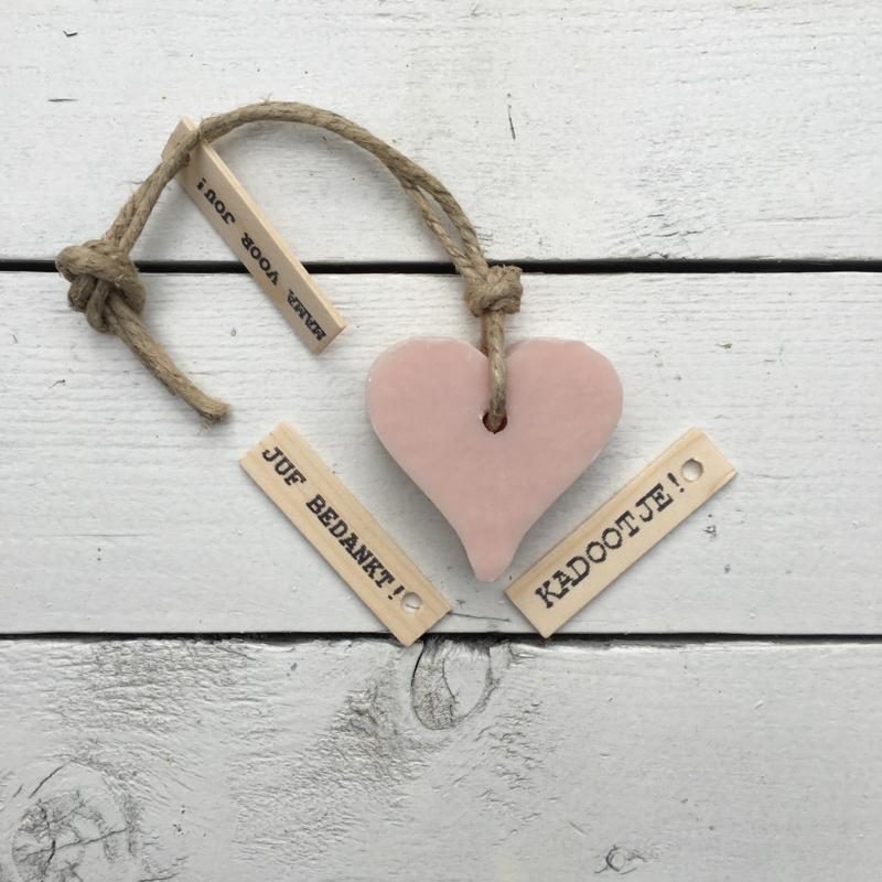 Zeephanger hartje licht roze, incl houten labeltje