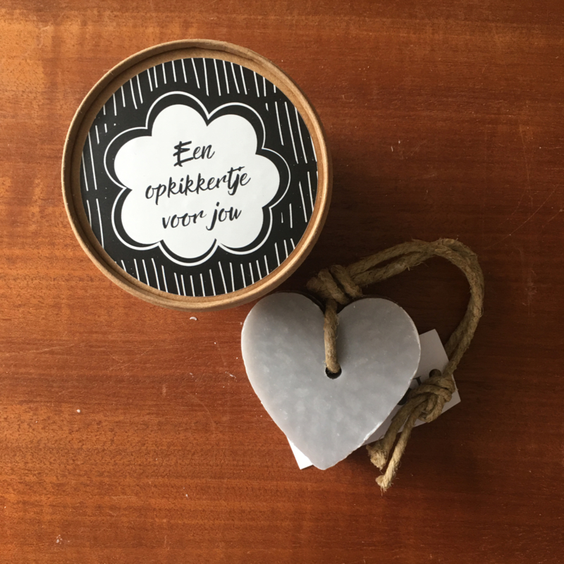 Doosje met hart zeep: een opkikkertje voor jou