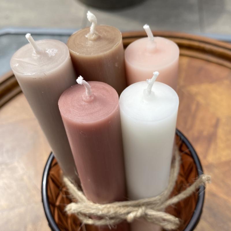 Pakketje van 5 diner kaarsen in 5 verschillende kleuren