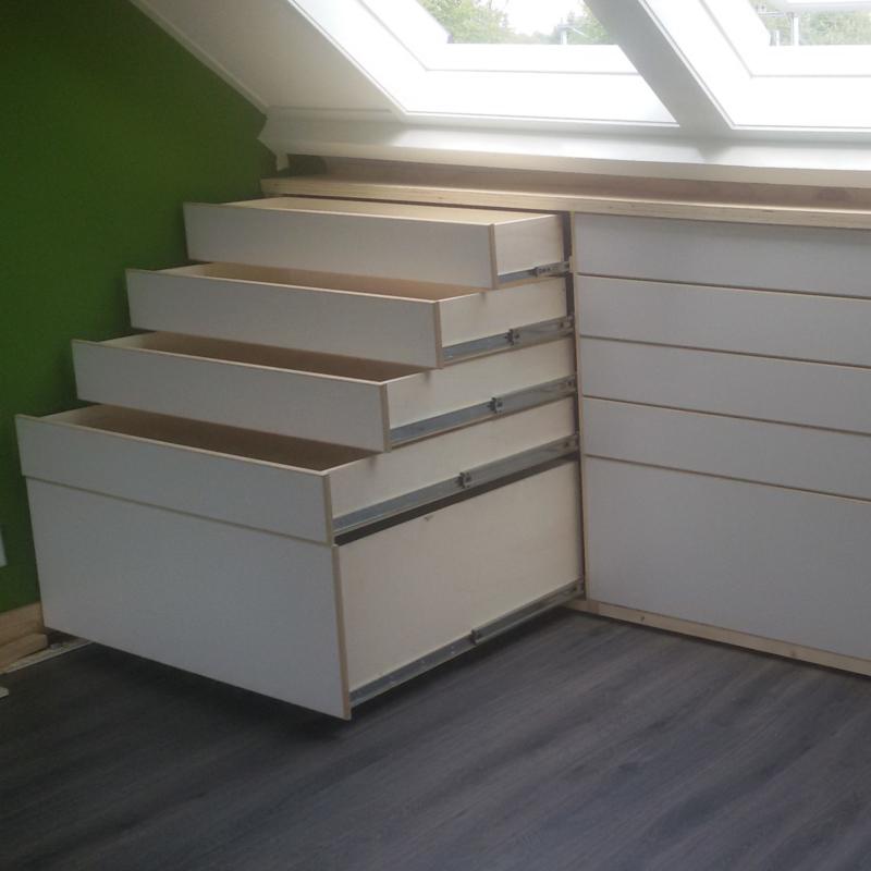 Ladekast op zolder (inbouwkast met lades)
