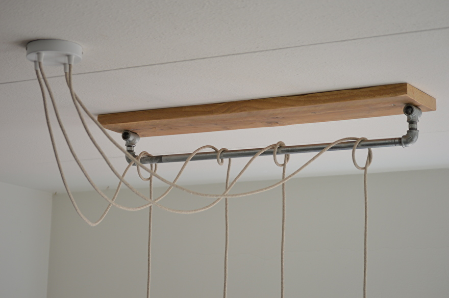 lamp met meerdere gloeilampen plafondkapje.jpg