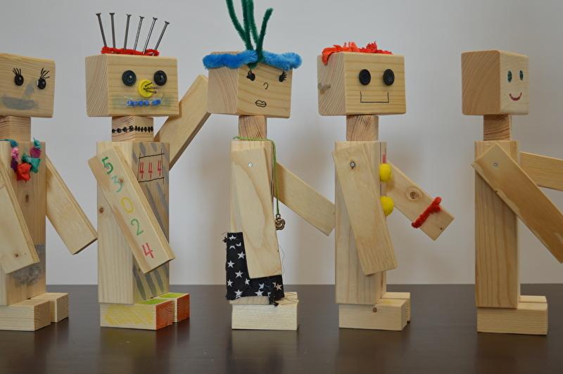 verjaardagsfeestje thuis idee houten robots