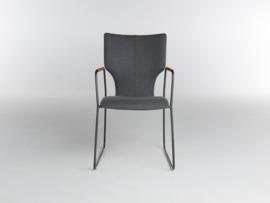Bert Plantagie Joni Slede stoel met open arm