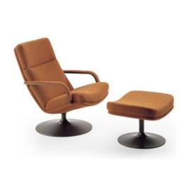 Artifort fauteuil F142 model schijfvoet draaibaar by Geoffrey D. Harcourt
