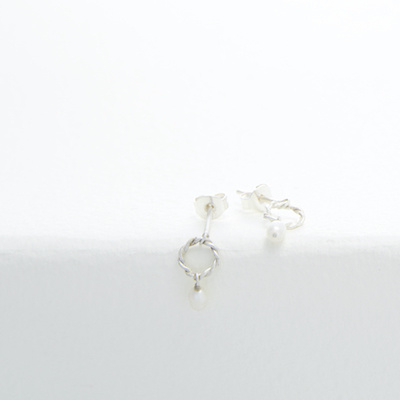 Oorknopjes rond met witte parel - Nolda Vrielink